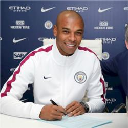 Fernandinho signs contract extension