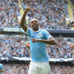Fernandinho named as Bluemoon Player of the Season
