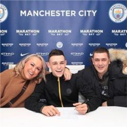 Phil Foden signs contract extension until 2024